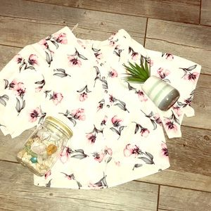 White button up flower 🌸 blouse!